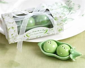 wedding blog funky wedding favors With two peas in a pod wedding favors