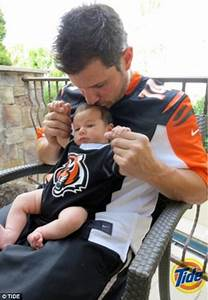 Nick Lachey plants a kiss on baby Camden's head in ...
