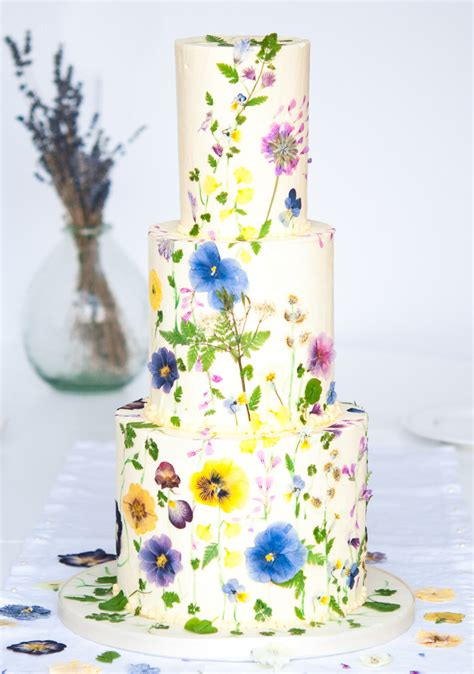 beautifully natural floral wedding cake ideas