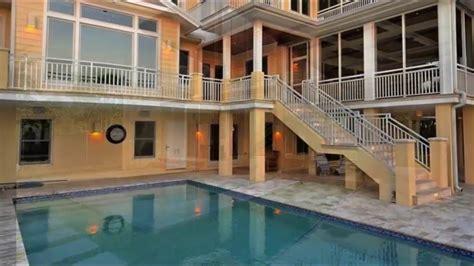 desain rumah minimalis  kolam renangnya wallpaper dinding