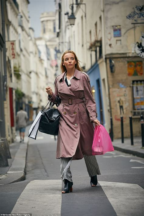 sandra oh coat killing eve killing eves sandra oh heartbroken by lack of offers after