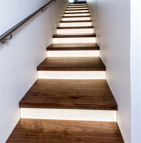 Led Beleuchtung Treppenstufen by How To Install Stair Lighting 1000bulbs