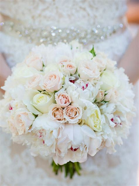 20 romantic white wedding bouquet ideas