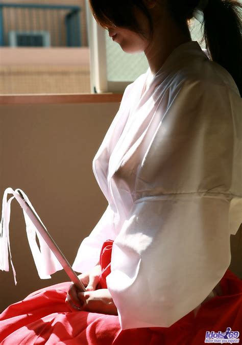 Idols Seiko Yamaguchi Lovely Asian Teen Shows Her Naked