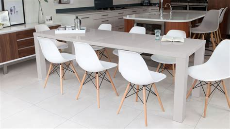 traditional   extendable dining table seats