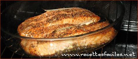 cuisiner une truite au four pavé de saumon roti au four recette saine simple et rapide