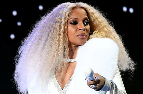 mary  blige opens    difficulties  dating