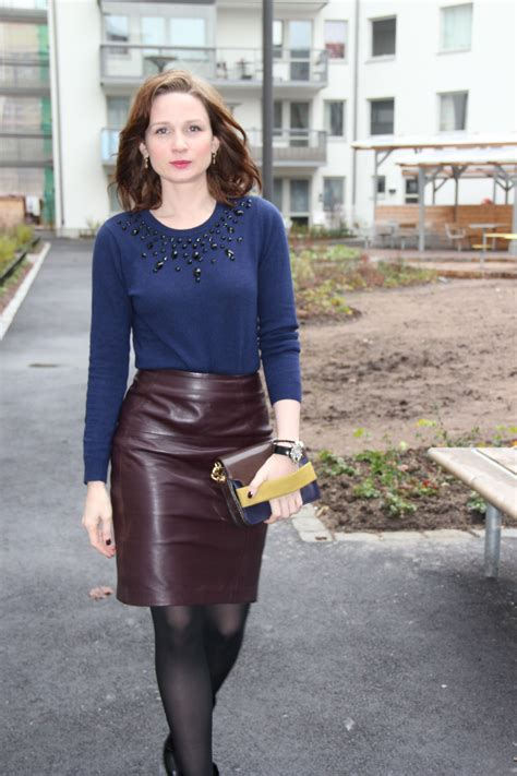Awesome Woman In Awesome Leather Skirt Leather Skirts