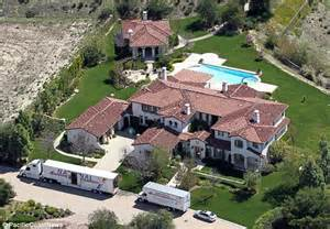 renting a house for a wedding a helping rent 39 on pattie mallette 39 s 39 secret la home 39 daily mail