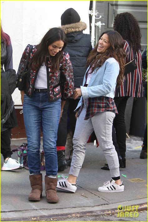 rosario dawson gina rodriguez gina rodriguez shares cute moment on set with her co stars