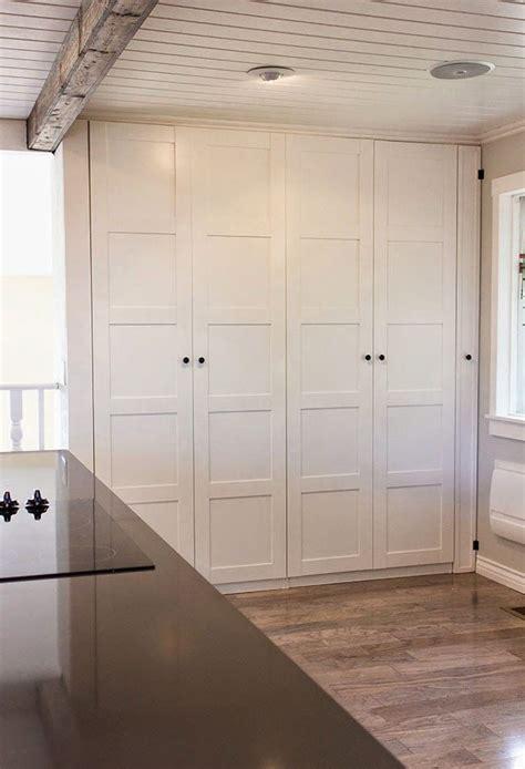 un gran armario dentro de la cocina muebles armario pax armarios y cocinas