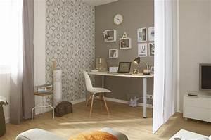 Papier Peint Bureau : du papier peint uni beige pour habiller les murs du salon ~ Melissatoandfro.com Idées de Décoration