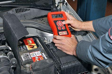 autobatterie laden ohne ausbau batterie wechseln und anlernen t 252 cken der autobatterie autobild de