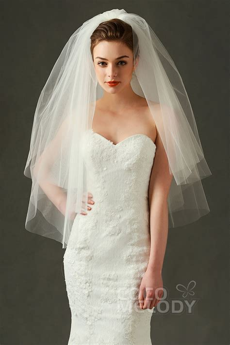 best wedding veils with low cut back