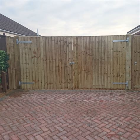 closeboard wooden gates feather edge timber gates fsc
