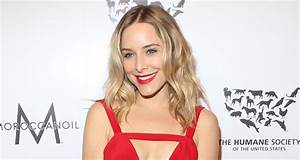 Jenny Mollen Bares Her Baby Bump To Reveal Pregnancy ...