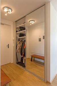 Garderobenschrank Mit Schiebetür : garderobenschrank im wohnungseingang als einbauschrank auf zu ~ Indierocktalk.com Haus und Dekorationen