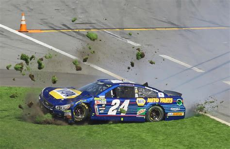 Boat Crash Hamlin by By A Whisker Hamlin Wins Closest Daytona 500 In Race