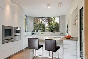 Bauhaus Arbeitsplatte Küche : modernes einfamilienhaus im bauhausstil mit hochwertiger ausstattung bauhaus look k che ~ Sanjose-hotels-ca.com Haus und Dekorationen