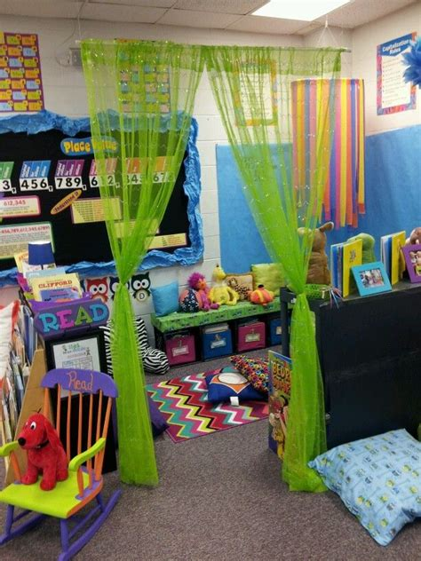 25 best ideas about reading corner classroom on 239 | 05f108993f8399cff57ff95ba574c795