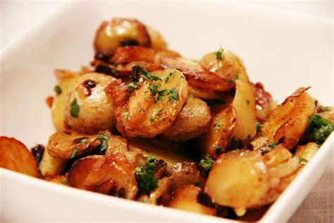 cuisiner les pommes de terre spécialité du périgord pommes de terre à la sarladaise