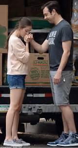 Olivia Wilde's fiancé Jason Sudeikis gets his hand kissed ...
