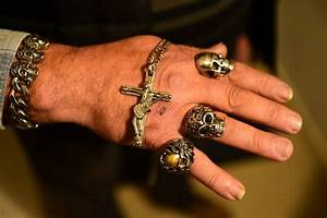 Bijoux Johnny Hallyday : johnny hallyday dieu et sa bonne toile la croix africa ~ Melissatoandfro.com Idées de Décoration