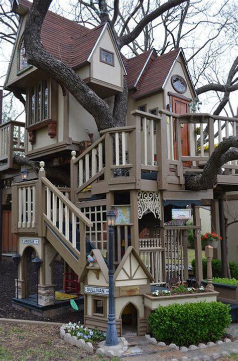 texas couple built  fabulous tree house