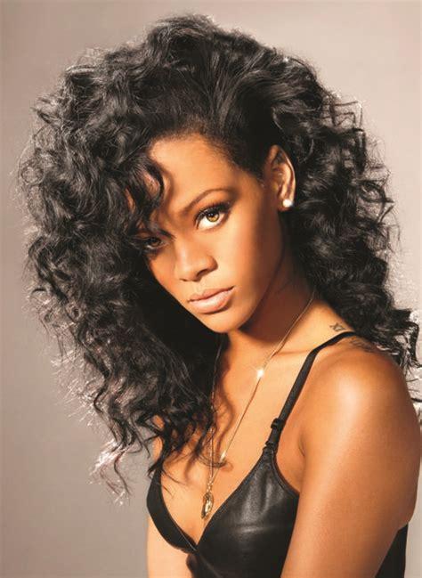 Rihanna Curly Hairstyle by Rihanna Wearing Curly Wavy Hair Hairspiration Rihanna