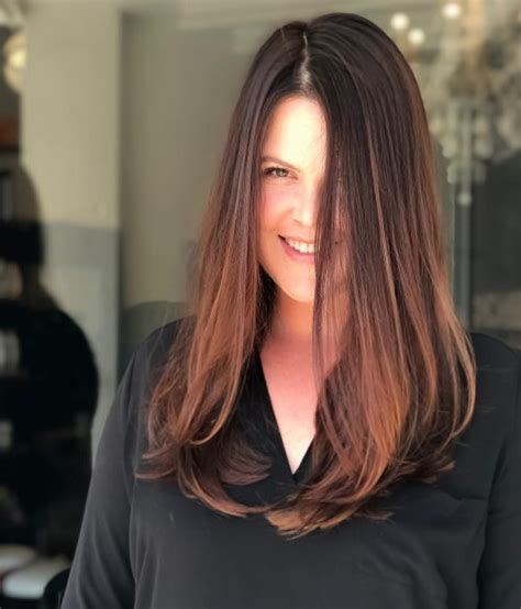 18 Most Flattering Long Hairstyles for Round Faces (2019