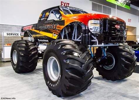 monster truck videos the bigfoot electric monster truck