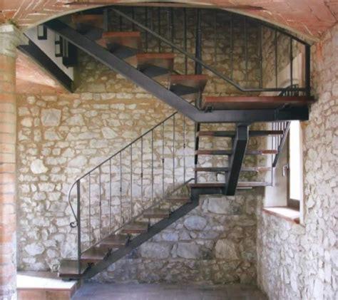 escalier avec limon central en acier laqu 233 garde corps par balustres acier poteaux carr 233