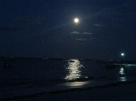 noche de luna en la playa fotografia de