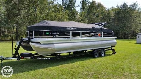 Used Tracker Pontoon Boats by 2014 Used Sun Tracker Barge 24 Dlx Xp3 Tritoon