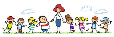 erzieherin mit gruppe kinder im kindergarten clipart station