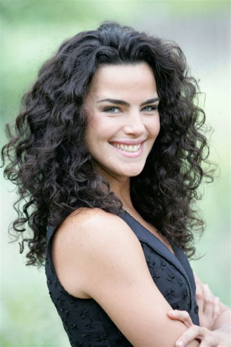 20 Impressive Hairstyles For Thick Curly Hair Girls Feed