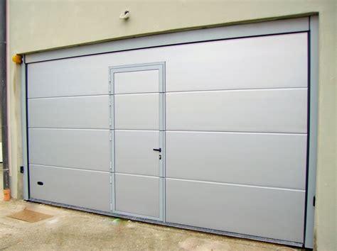 porta sezionale garage foto porta sezionale con passo pedonale inserito di