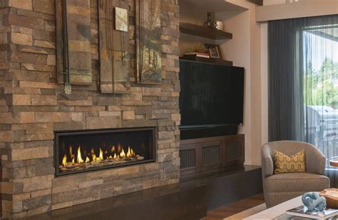 Majestic Echelon Direct Vent Gas Fireplace Inseason