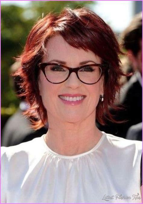 short hairstyles  women    glasses