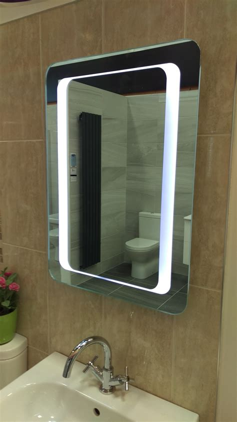 Battery Operated Bathroom Mirrors by Id4 Battery Operated Lighted Bathroom Mirror