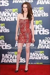 Kristen Stewart in Balmain red strapless dress with safety ...