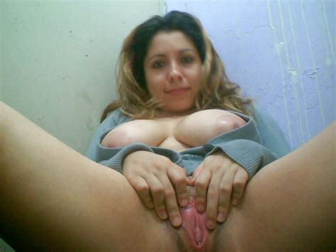 Latina Milf Showing Off Shesfreaky