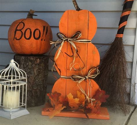 stacking pumpkins    reclaimed pallet wood fall