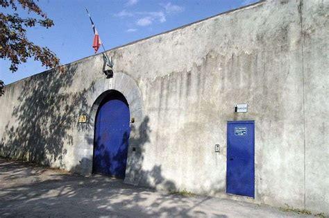 maison d arr 234 t de pau les sanctions contre les gardiens commencent 224 tomber