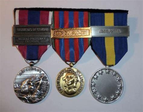 m 233 daille et d 233 coration militaire agrafe drapeaux et honneur