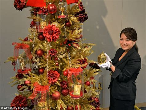 the 6m tree japanese department store unveils festive foliage covered in gold