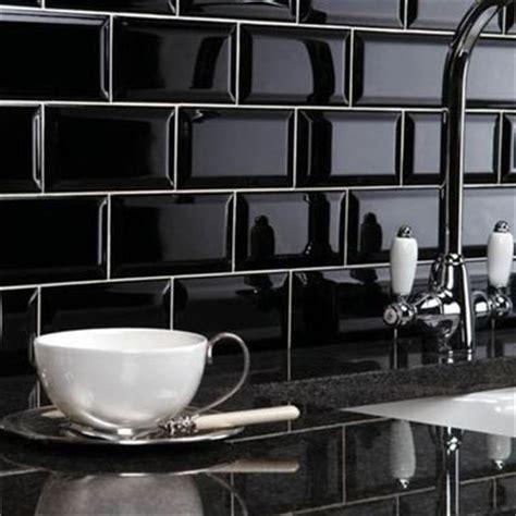 carrelage cuisine noir du carrelage métro noir pour la crédence de la cuisine