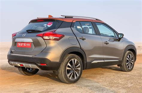 nissan kicks crosses  booking mark