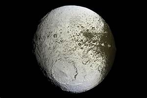 Iapetus – Saturn's moon, satellite, walnut shaped, yin ...