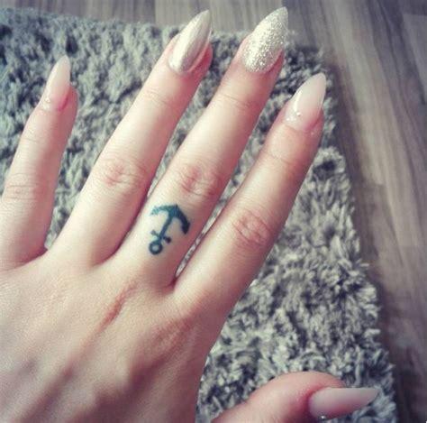 männer tattoos klein anker klein tattoovorlage herz mit kreuz und anker kleine anker tattoos kleine anker